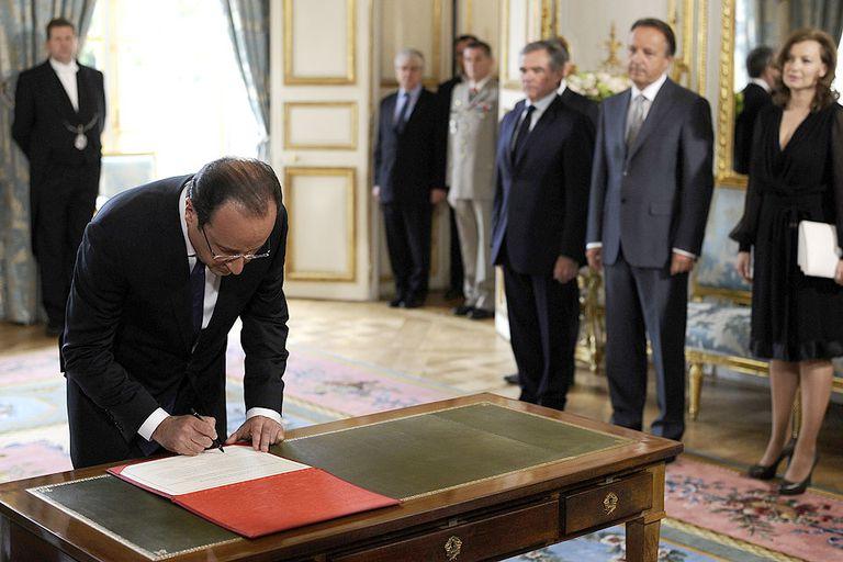 Hollande asumió la presidencia en una ceremonia de bajo perfil