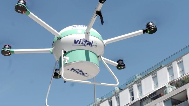 El drone de Vittal cuenta con un desfibrilador externo automática para asistir a personas con riesgo de muerte súbita