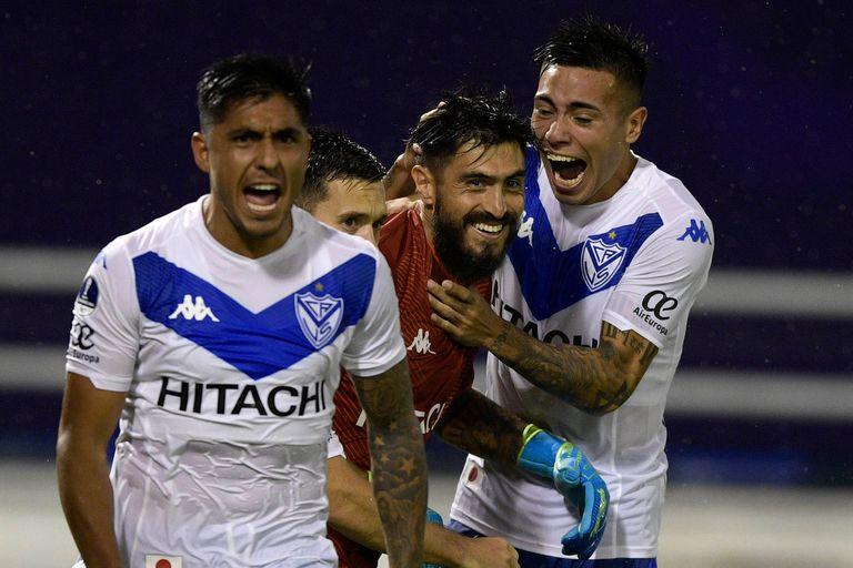 Festeja Vélez: jugará la fase preliminar de la Copa Libertadores 2021.