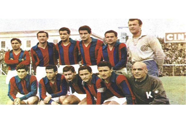 La formación de San Lorenzo en 1960. Sanfilippo, el cuarto de los hincados desde la izquierda