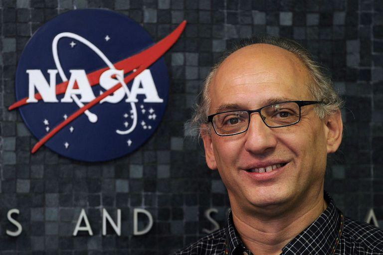 El ingeniero Miguel San Martín, en el Laboratorio de Propulsión a Chorro de la NASA en Pasadena, California