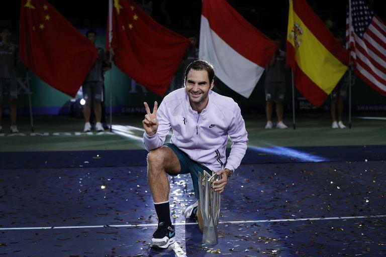 Federer festeja su título en Shanghai