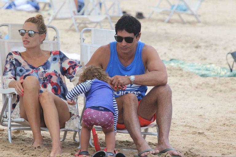 El verano de los famosos: días en familia a pleno sol y mar