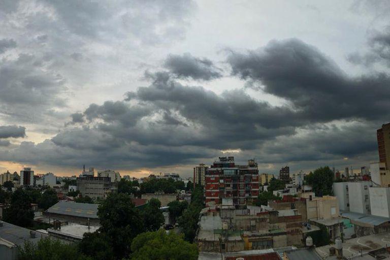 Alerta en Buenos Aires por tormentas fuertes, viento y eventual caída de granizo