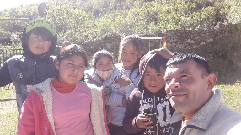 El maestro Guillermo Duarte y parte del grupo de alumnos, en Molulo