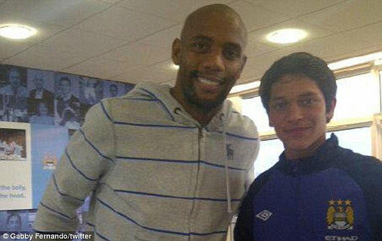 Denuncian que el Manchester City le creó un falso trabajo al padre de un joven de 14 años para poder contratarlo