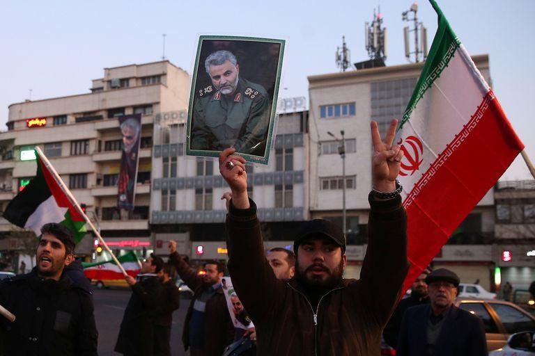 """El líder iraní dijo que debe terminar """"la presencia corrupta"""" de Washington en la zona luego de la operación contra bases en Irak"""