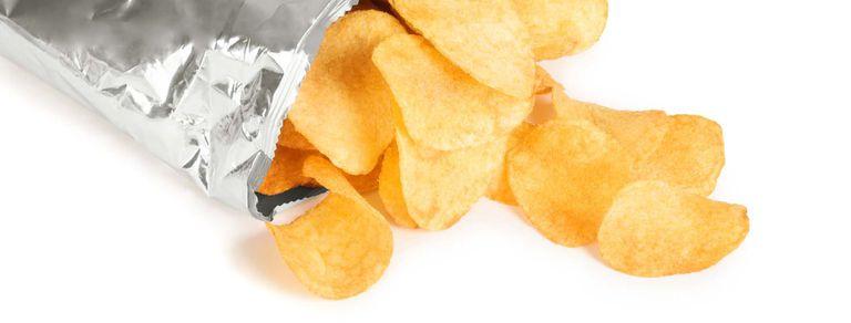¿De qué están hechas las papas fritas de paquete?