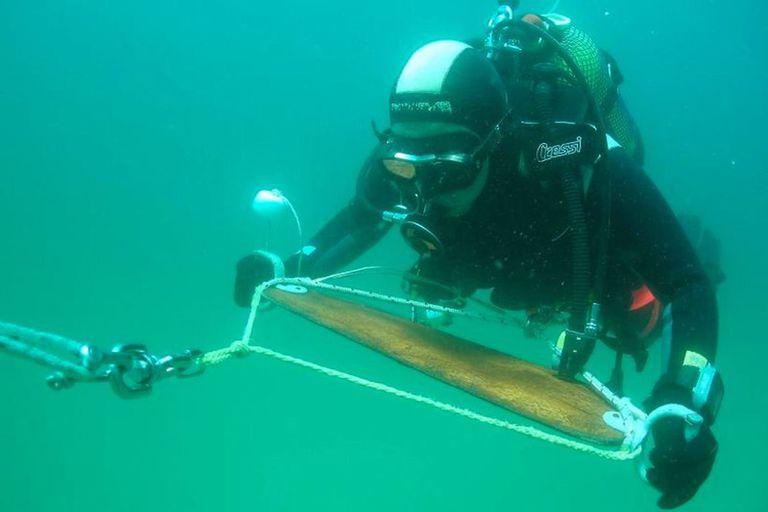 Un arqueólogo submarino investiga el hallazgo