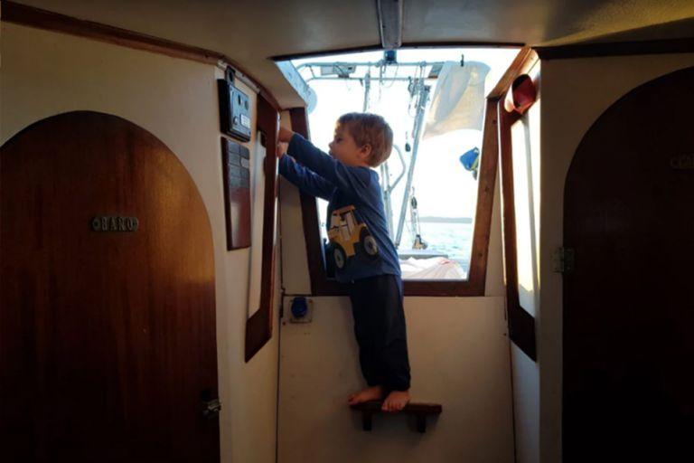 La escotilla por donde se entra a la cabina.