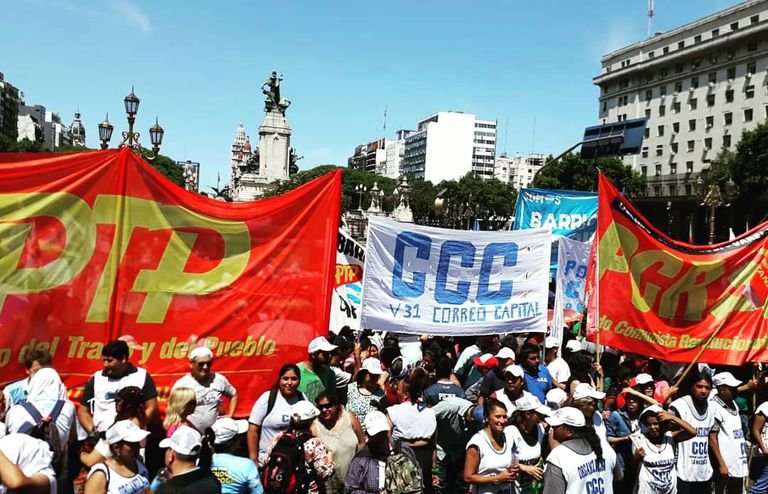 Piqueteros y gremios preparan protestas por la llegada de la misión del FMI