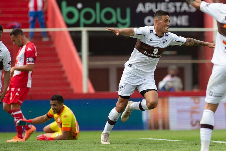 Matías Tissera anotó de carambola el 1-0 de Platense ante Unión, en Santa Fe