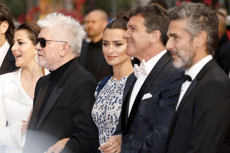 La noche anterior, caminó la alfombra roja junto con Leonardo Sbaraglia, Antonio Banderas y Pedro Almodóvar.