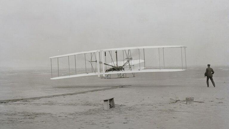 La máquina de los hermanos Wright se elevó a 12 metros y recorrió una distancia de 90 metros en 1903
