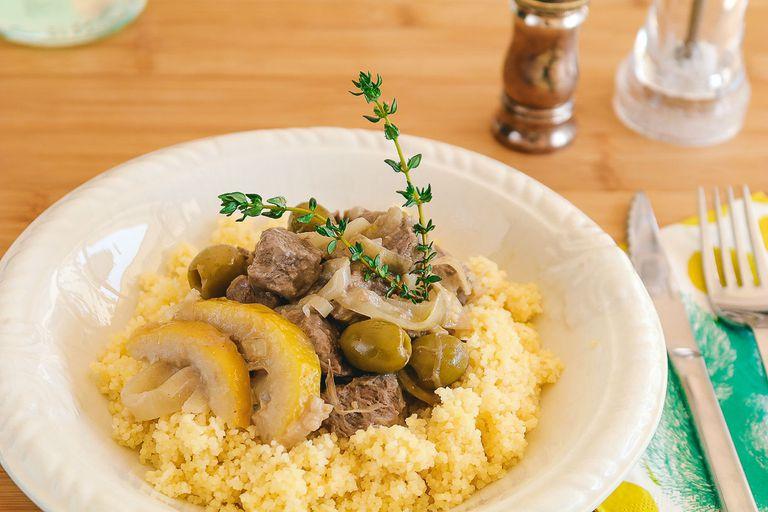 Cacerola de ternera con aceitunas verdes y limón