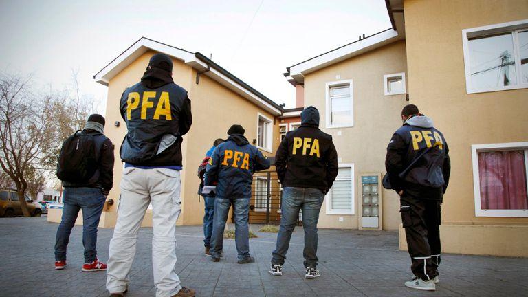 Los policías que adeudan su declaración de bienes son agentes nacionales y bonaerenses