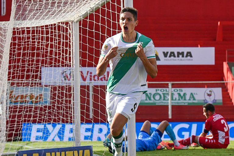 Cruz celebra el gol de Banfield; detrás, en el piso, la desazón de Moyano y Corvalán, de Unión