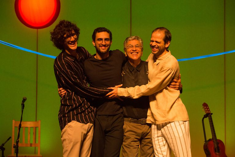 Caetano con sus hijos: Tom, Zeca y Moreno Veloso