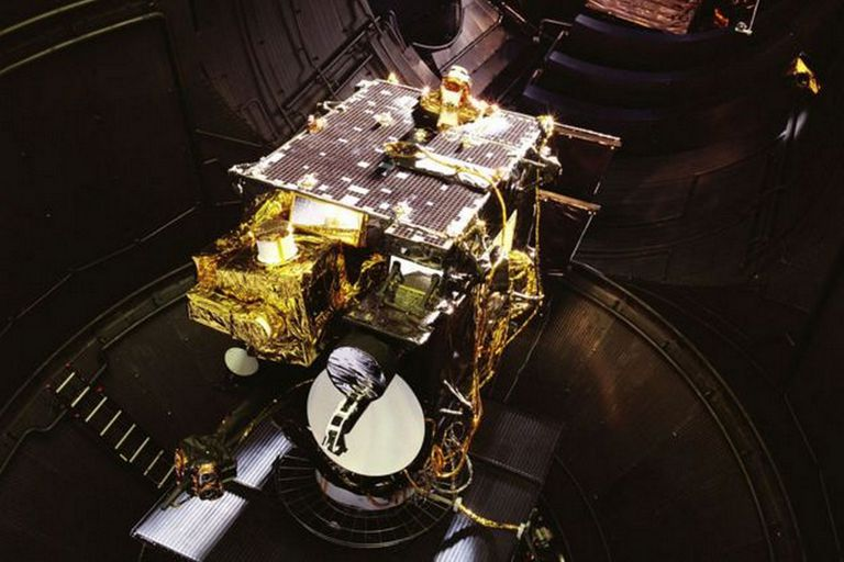 El satélite de telecomunicaciones Artemis, lanzado en 2001, pesaba más de tres toneladas