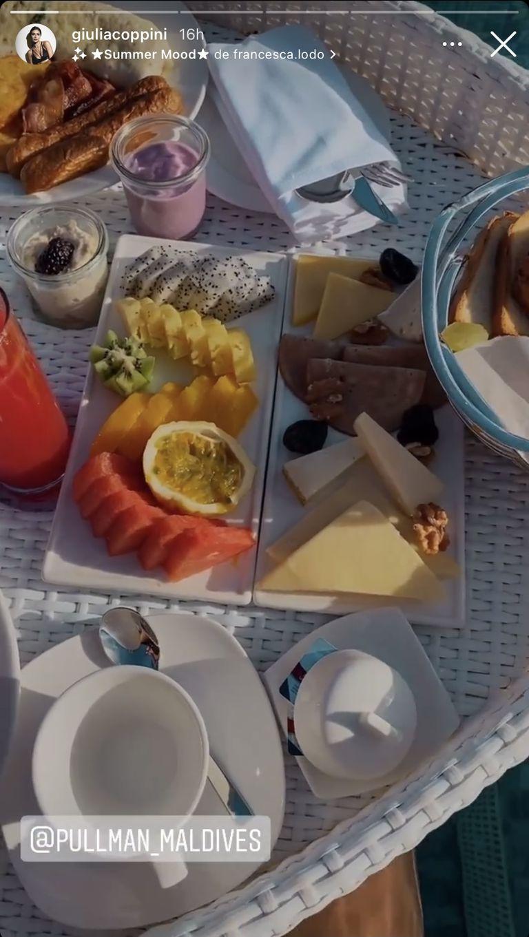 El completísimo desayuno de Giulia Coppini y Gio Simeone