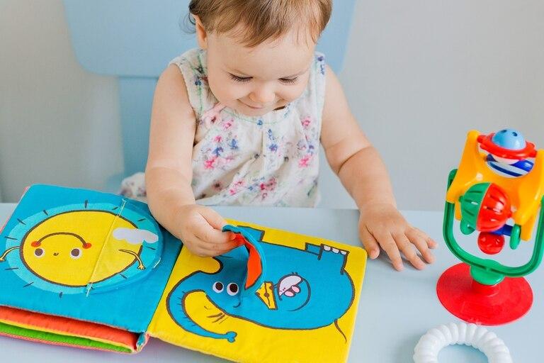 Libros para bebés: durante la cuarentena aumentó la venta y la oferta de colecciones diseñadas para los más chicos