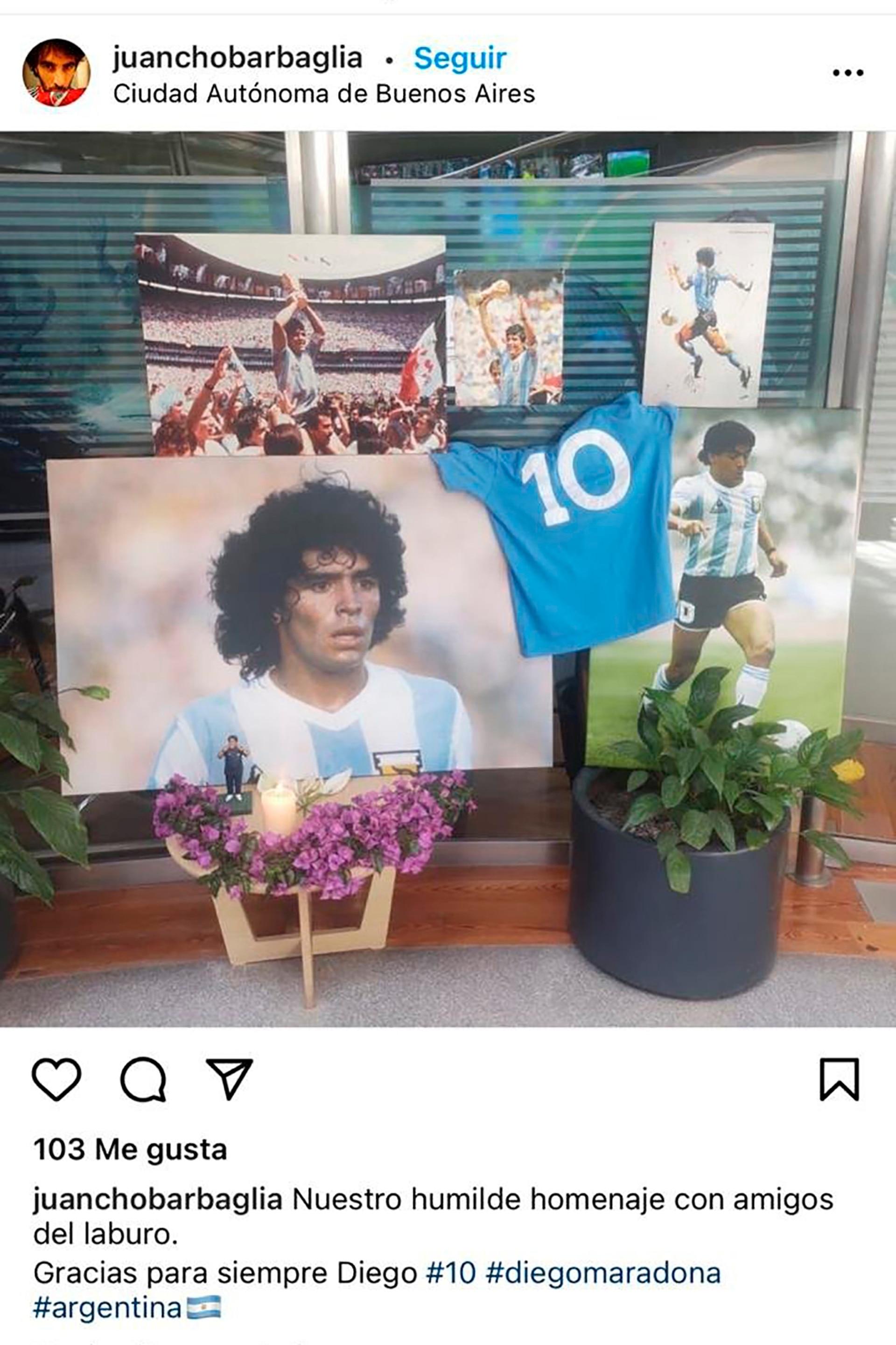 """@juanchobarbaglia: """"Nuestro humilde homenaje con amigos del laburo. Gracias para siempre Diego""""."""