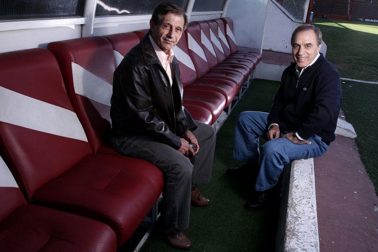 José Yudica, con Roberto Saporiti, en una charla de fútbol cuando Argentinos salió campeón del Clausura 2010