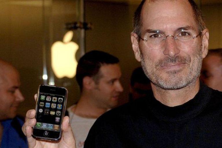 Aunque muchos vieron por primera vez la pantalla táctil con el lanzamiento del primer iPhone de Apple, esa empresa no inventó la tecnología