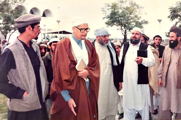 Omar Lewal junto a Kamal al Helbawi en Islamabad