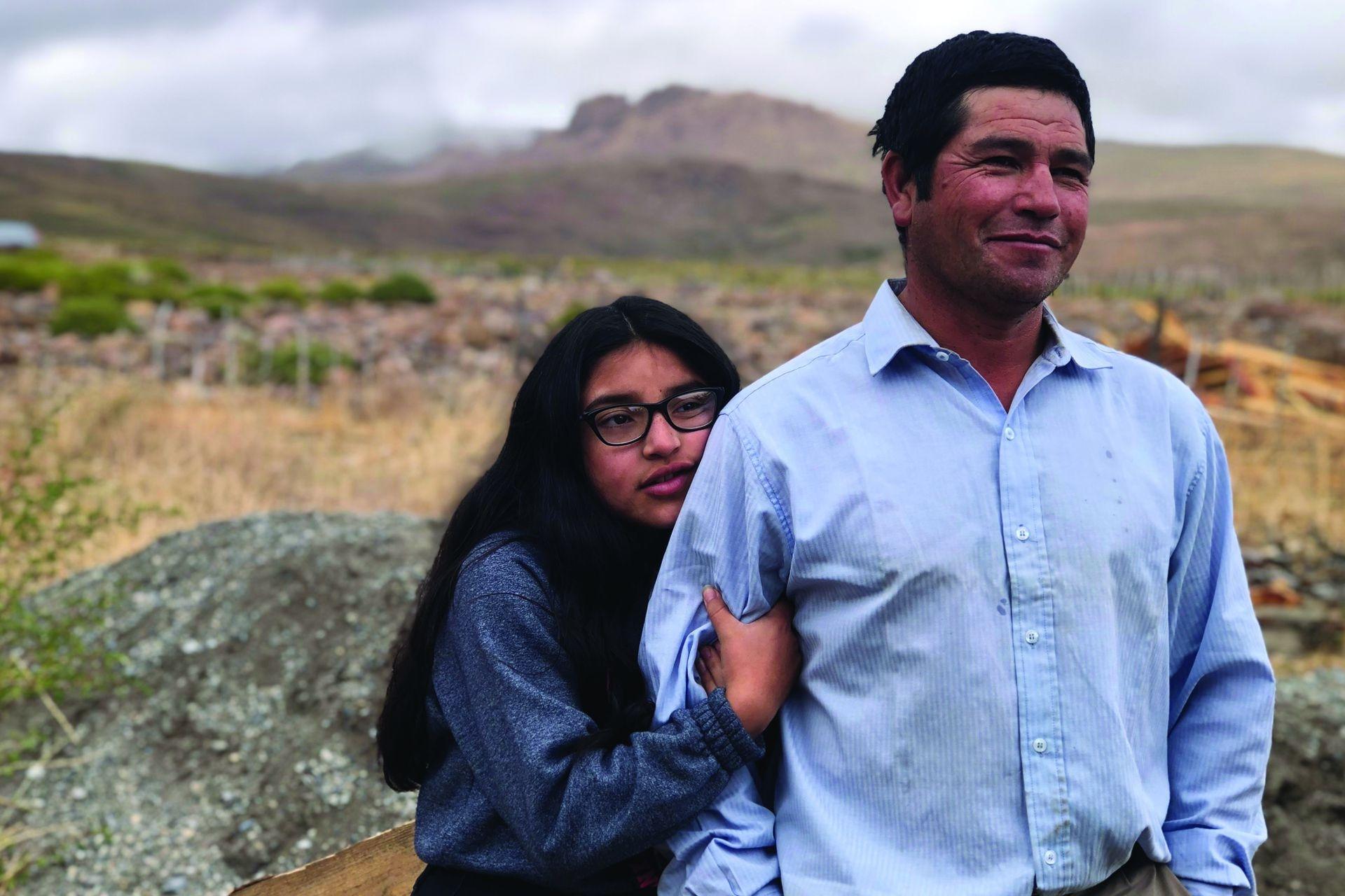"""Su papá se llama Amable Muñoz y se dedica a la cría de chivas. """"La tarea se nos hace dura, sobre todo con el frío, con el viento y con la nieve"""", cuenta"""