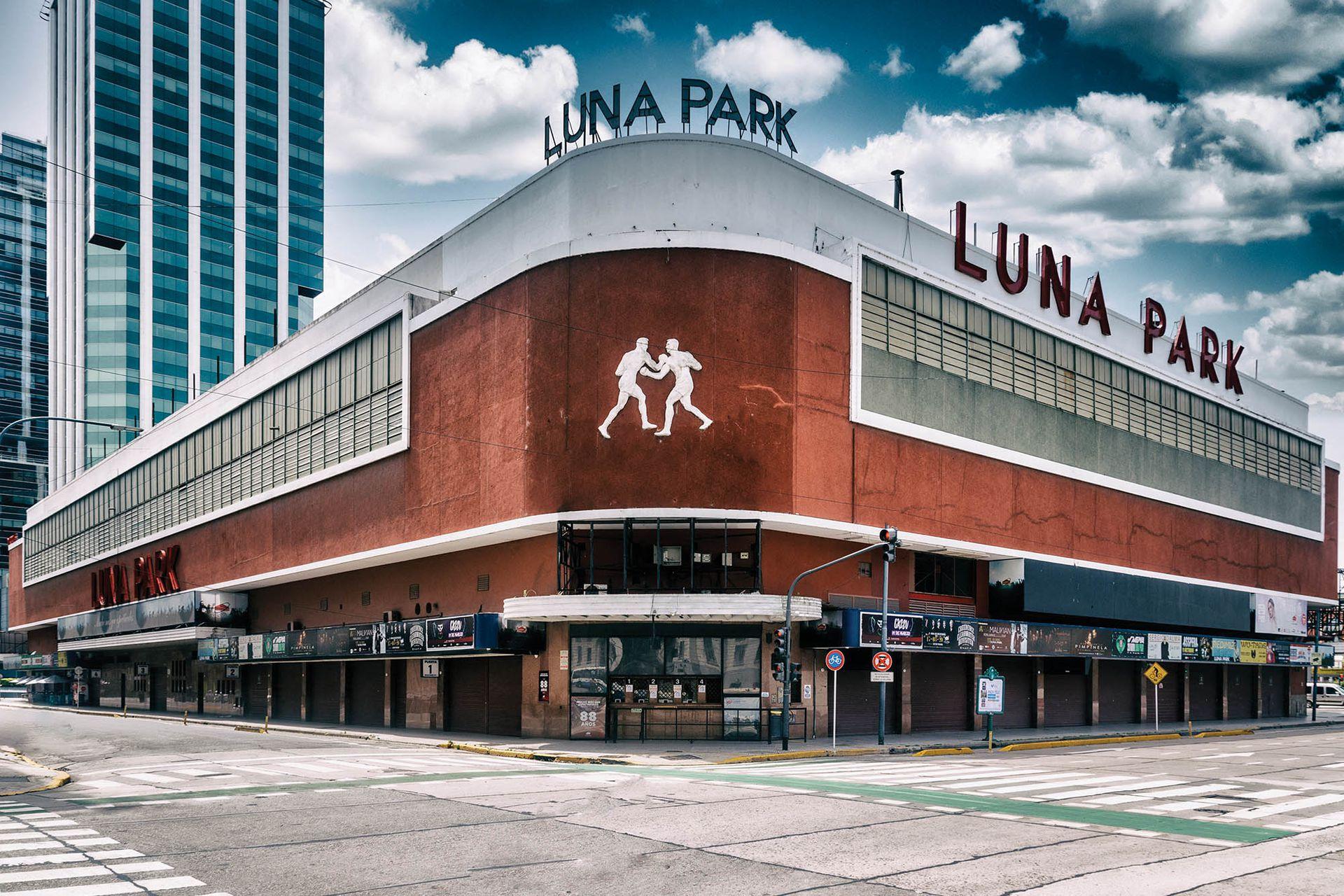 Desde hace 90 años, el Luna Park se reinventa para poder albergar todo tipo de veladas deportivas, artísticas, políticas y hasta sociales.