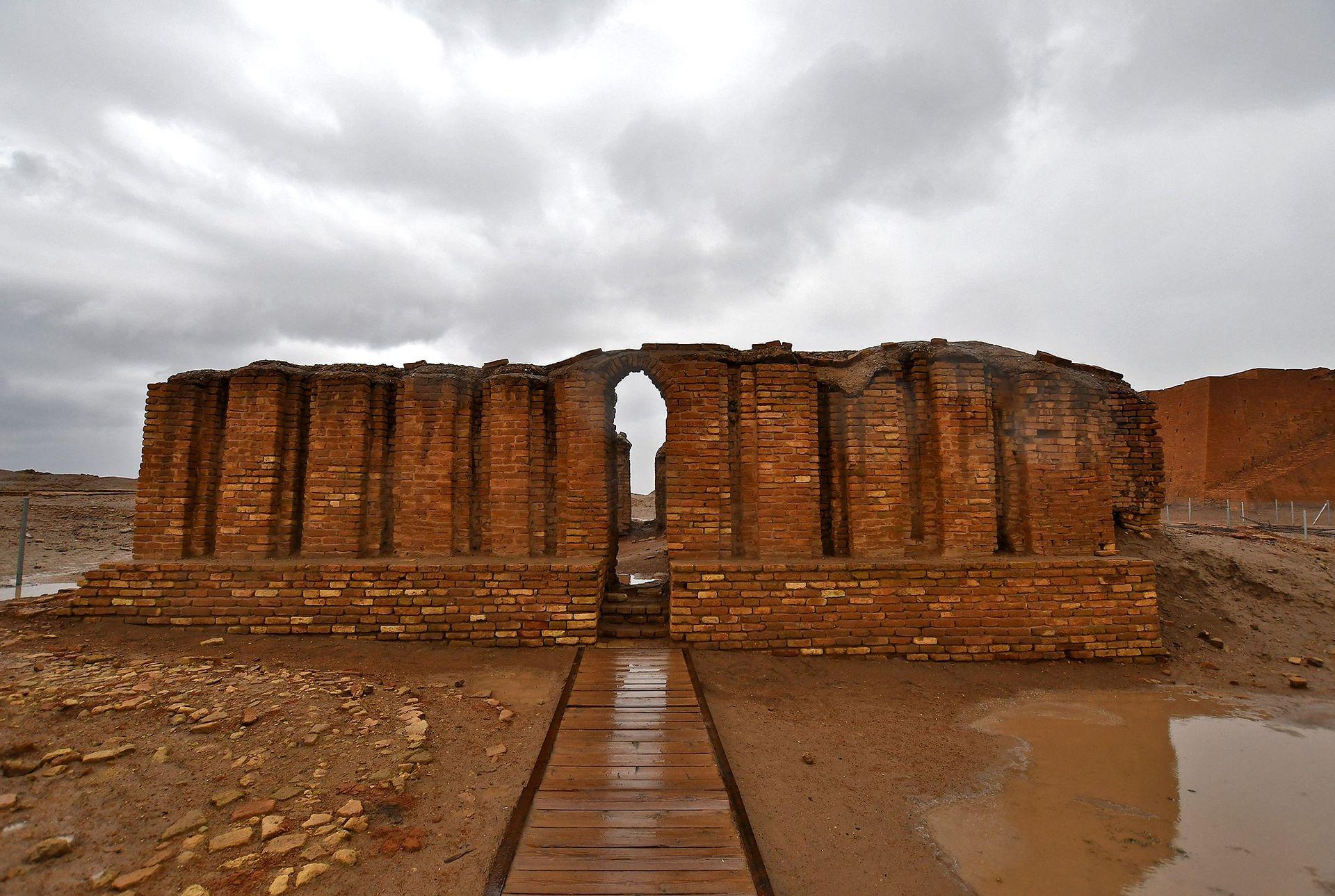 Fundada hace alrededor de seis mil años atrás, Ur fue una de las grandes ciudades de la Mesopotamia y, por ende, de la humanidad. Es donde se cree que nació Abraham, el padre de tres religiones: el judaísmo, el cristianismo y el islam