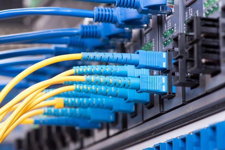 Las conexiones por fibra óptica impulsaron el crecimiento de la velocidad de los accesos de banda ancha en la Argentina, según un reporte CABASE Internet Index publicado por la Cámara Argentina de Internet