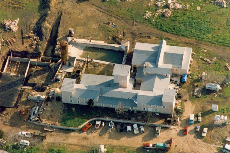 Una imagen aérea de Mount Carmel obtenida durante las negociaciones con el FBI
