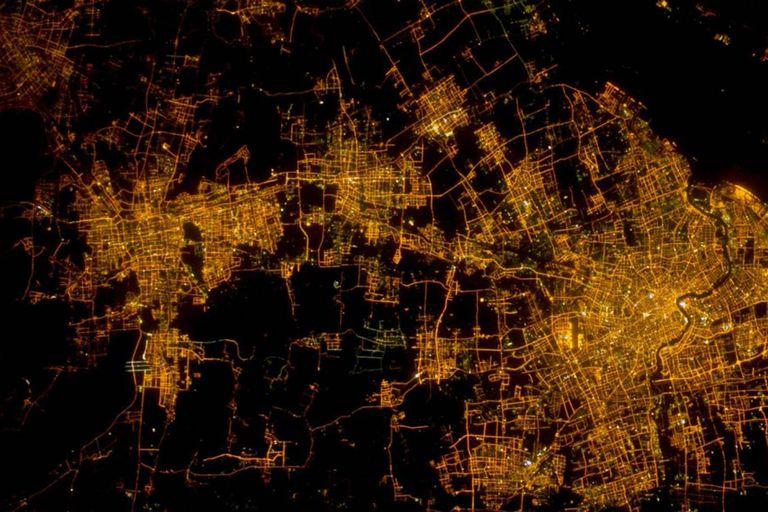 Shanghái, una de las ciudades más pujantes de China, y la notable paradoja de que en esa foto se condensan unas 26 millones de personas