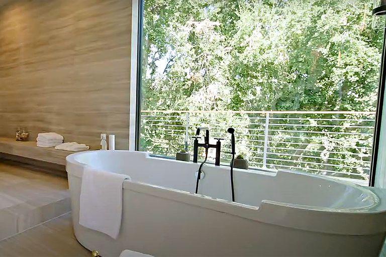 Uno de los 11 baños que hay disponibles para sus dueños e invitados