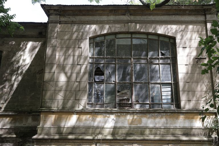 El edificio se construyó en 1899, fue declarado monumento histórico y se encuentra en muy mal estado