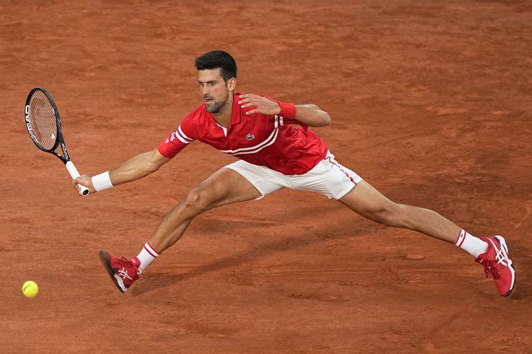 Novak Djokovic lo tiene todo: arte, talento, esfuerzo... y elasticidad; solo así pudo vencer a Nadal en París