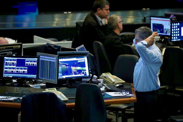 Mercados: tras los anuncios, el riesgo país vuelve a superar los 1600 puntos