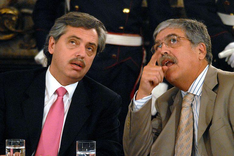 Alberto Fernández y Julio De Vido compartieron gabinete durante años, pero tuvieron roces y cuando Fernández dejó el gobierno de Cristina Kirchner hizo declaraciones en las que ligó a De Vido con la corrupción