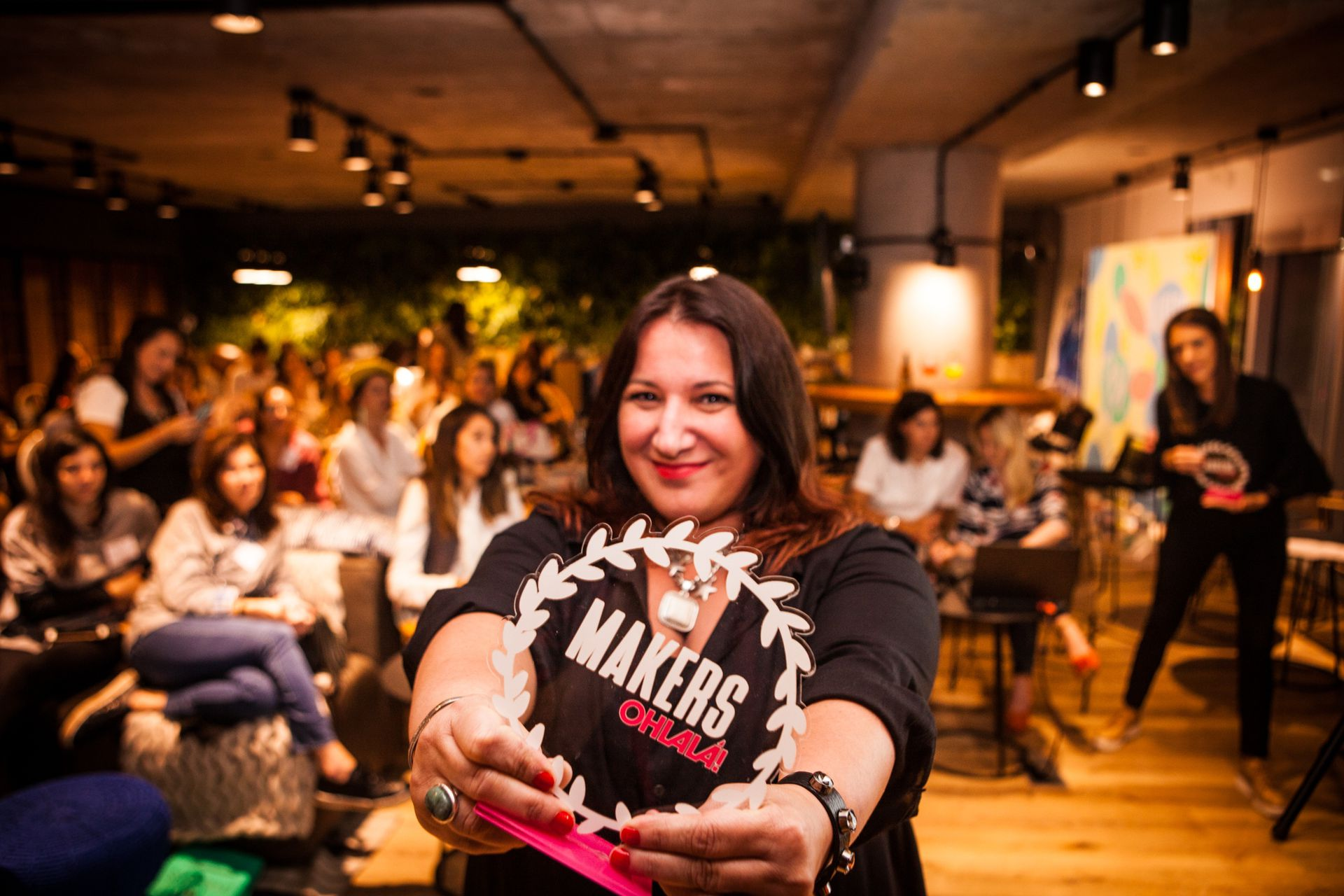 """Beta Suárez, escritora y creadora de @mujer.madre.y.argentina con su frase de cabecera: """"No creo en los sueños ni en la magia, creo en el laburo""""."""