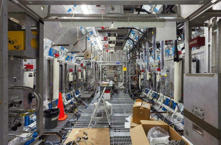 Uno de los pasillos de la Estación Espacial cuando estaba en construcción, en las instalaciones de la NASA en Alabama