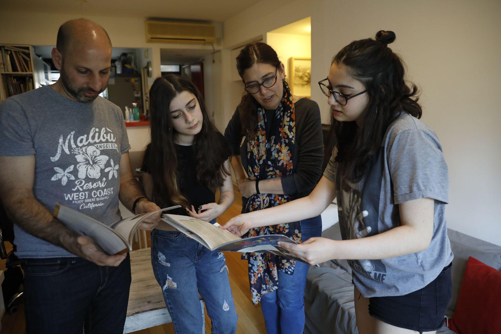 Las hijas de Magdalena y Darío prefirieron continuar en el mismo colegio en el que cursaron la primaria luego de conocer otras opciones