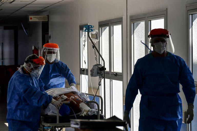 """""""Situación crítica"""": La propuesta de 100 sanitaristas para atenuar los daños"""