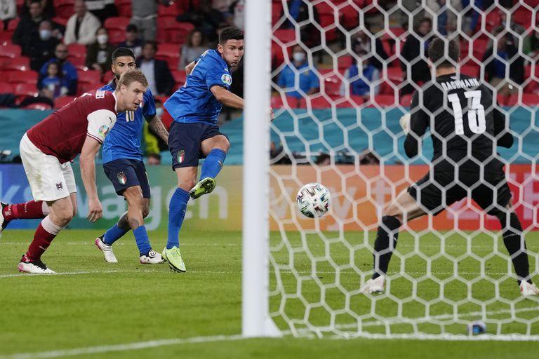 Zurdazo sensacional: Matteo Pessina marca el 2-0, que al final fue decisivo en el definitivo 2-1.