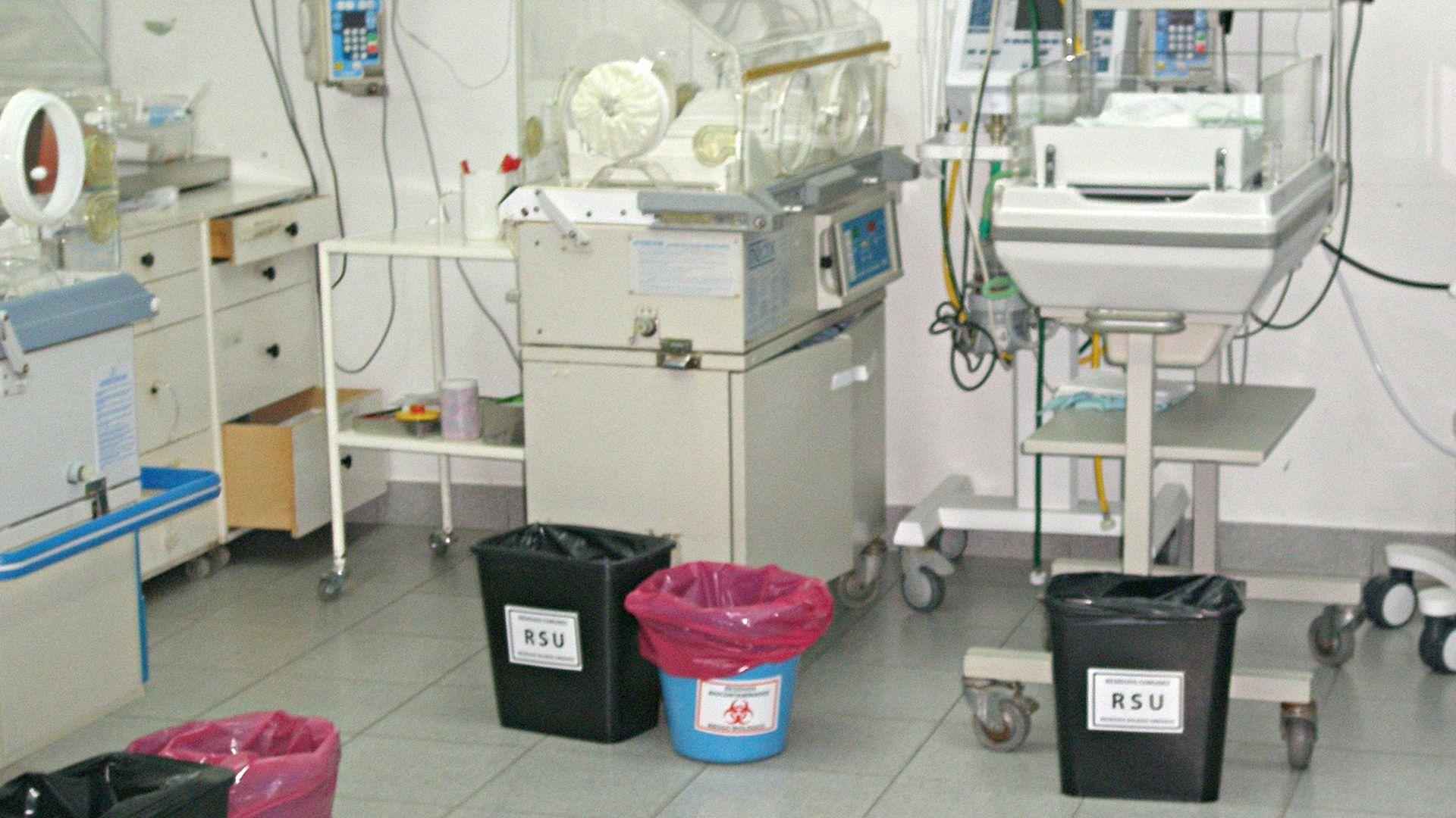 Tachos diferenciados en el hospital Sáenz Peña