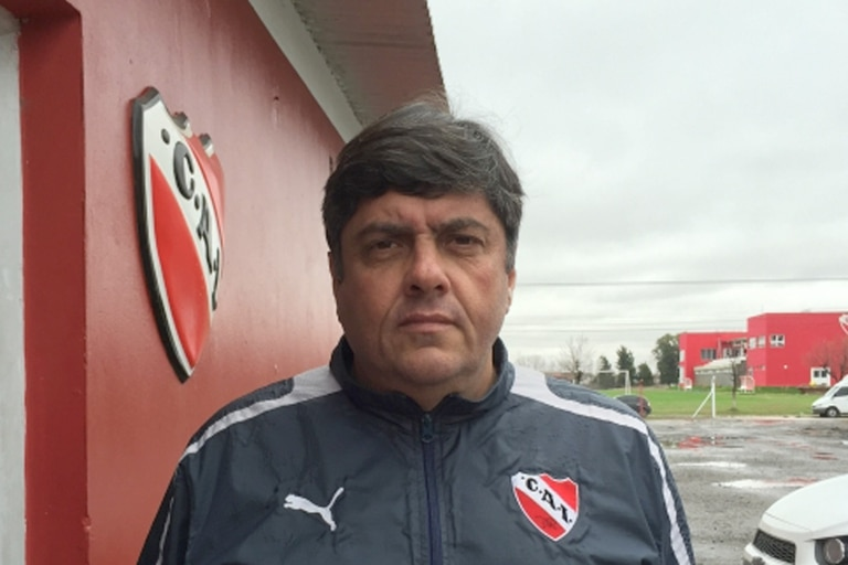 Fernando Berón es también el técnico de la reserva; fue uno de los denunciantes