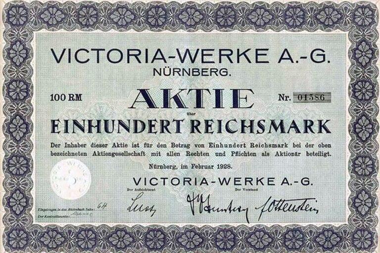 Con el auge del antisemitismo post 1933, los dueños de Victoria fueron expulsados de Alemania por ser judíos