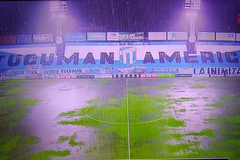 Atlético Tucumán jugaba con 9, pero un diluvio suspendió el partido con Huracán