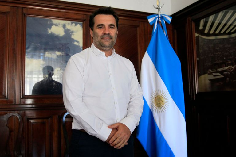 El secretario de Energía, Darío Martínez, firmó hoy los nuevos contratos de gas con las productoras en dólares por los próximos cuatro años